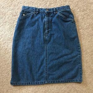Liz Claibirne jean skirt size 6
